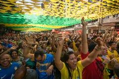 Brazylijscy fan piłki nożnej Świętuje zwycięstwo Zdjęcia Stock