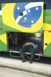 Brazylijski kierowcy autobusu drzemanie Wśrodku autobusu Zdjęcia Stock