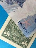 Brazylijski real versus dolar amerykański Zdjęcia Royalty Free