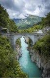 Brücke auf Soca-Fluss in Kobarid Lizenzfreie Stockfotografie
