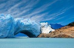 Brücke des Eises Perito Moreno im Gletscher. Stockbild