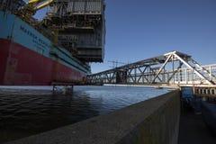 Brücke zur Ölplattform Stockfotos