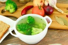 Bróculi y sopa de las zanahorias Nutrición de la aptitud de la dieta Imagen de archivo libre de regalías