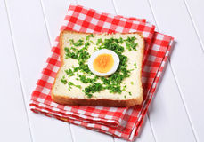 Bread with butter and chopped parsley Royalty Free Stock Photos