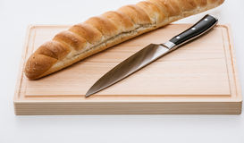 Bread on a chopping board with a knife Royalty Free Stock Photos