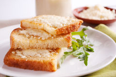 Bread with cottage cheese Royalty Free Stock Photography