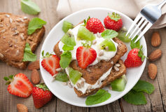 Bread with cottage cheese and berries Royalty Free Stock Photography