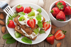 Bread with cottage cheese and berries Royalty Free Stock Photos