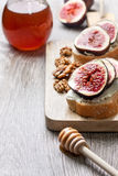 Bread with figs, ricotta Royalty Free Stock Photography