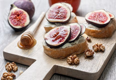 Bread with figs, ricotta Stock Images