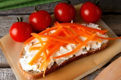 Bread with fresh cheese and few tomatoes Royalty Free Stock Images