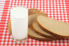 Bread and glass of milk Royalty Free Stock Photography