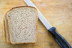 Bread and knife on breadboard Royalty Free Stock Photography