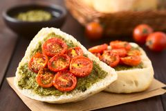 Bread with Pesto and Cherry Tomato Royalty Free Stock Images