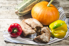 Bread and vegetables on kitchen towel Stock Photography
