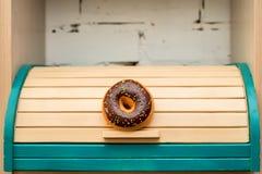 Breadbox di legno variopinto fotografia stock