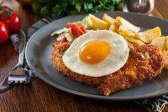 Breaded viennese schnitzel z smażącym agg Obraz Royalty Free