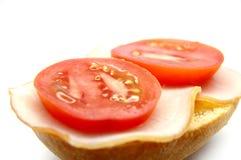Breadroll met ham en tomaat Royalty-vrije Stock Foto's