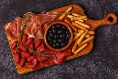 Breadsticks ветчины оливок сосиски Стоковые Фотографии RF
