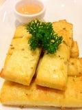 breadsticks met peterselie en saus Royalty-vrije Stock Foto's
