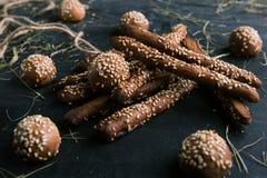 Breadsticks met sesamsnack in een restaurant stock foto