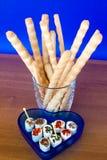 Breadsticks y queso sazonado Imágenes de archivo libres de regalías