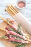 Breadsticks zawijający w baleronie zdjęcia royalty free
