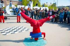 Break dance della gioventù sulle vie della città Breakdance di festival della via Amsterdam, Paesi Bassi Immagini Stock Libere da Diritti
