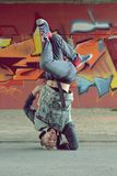 Break-dance di dancing dell'adolescente sulla via Fotografie Stock Libere da Diritti