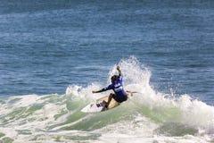Concorrenza praticante il surfing Immagini Stock