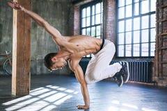 Breakdance des jungen Mannes Stockbild
