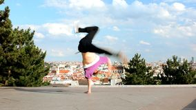 Breakdance di dancing di Breakdancer a Praga Immagini Stock
