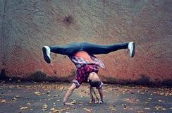 Breakdance flicka Royaltyfria Foton