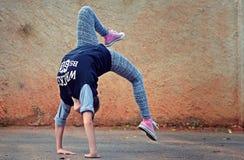 Breakdance flicka Arkivfoto