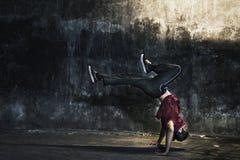 Breakdance-Hip-Hop-Tanz-Fähigkeit Streetdance-Konzept lizenzfreie stockfotos