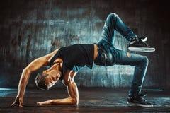 breakdancer пролома предпосылки танцует белизна танцы стоковые фотографии rf