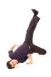 Breakdancer en ropa oscura Fotos de archivo