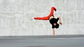 Breakdancer na rua video estoque