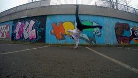 Breakdancer op de straat, 4K stock video