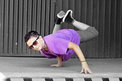 Breakdancer på gatan Royaltyfri Fotografi