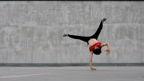 Breakdancer på gatan Royaltyfri Bild