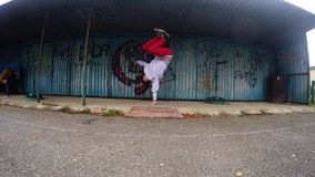 Breakdancer på gatan, 4K stock video