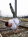 Breakdancer relativo alla ginnastica Fotografie Stock