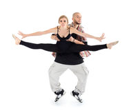 Breakdancer rymmer ballerinaen och stativ på tåspetsarna Arkivbild