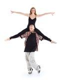 Breakdancer tiene sulla ballerina delle spalle e posa Immagini Stock