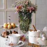 Breakfast. Mesa con desayuno en la cocina Stock Images