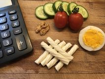 Breakfast calorie calculation on wooden cutting board royalty free stock photos