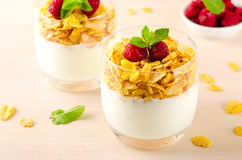 Breakfast with cereal flakes, yogurt and fresh raspberries Stock Photography