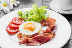 Breakfast with fried egg, bacon and coffee cup Stock Photography