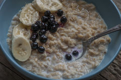 Breakfast: oatmeal with bananas and blueberries Stock Photography